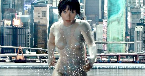 ScarJo takes her stride seriously , in Ghost int he Shell